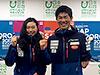 [写真]ワールドカップ札幌大会ポスターの前でガッツポーズの新田佳浩と阿部友里香