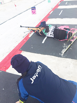 [写真]新田のんの選手の射撃トレーニング