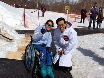 [写真]秋元市長と新田のんの選手