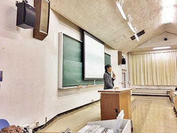 [写真]札幌大学の瀧元先生