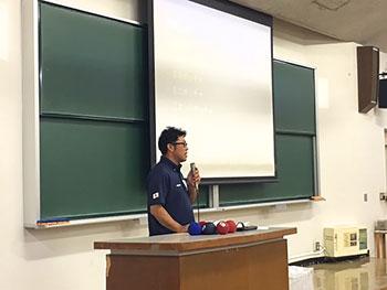 [写真]講義する村上光輝さん