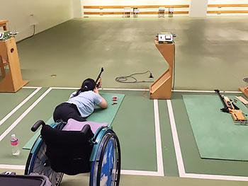 [写真]宮の沢射撃場て?射撃トレーニングする新田のんの選手