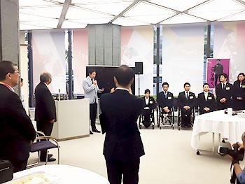 [写真]鈴木スポーツ長官のご挨拶