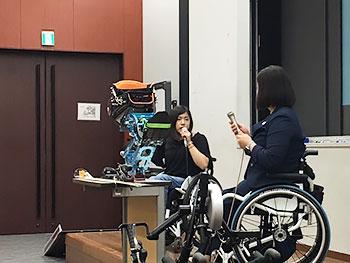 [写真]村岡桃佳選手の授業