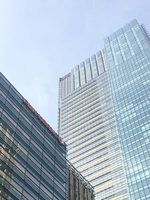 [写真]東京ミッドタウンにある富士ゼロックス様ビル外観