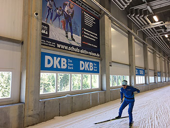 [写真]スキーホールでトレーニングする新田佳浩