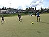 [写真]自由時間にサッカーを楽しむ