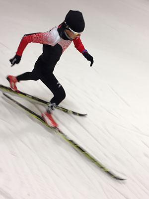 [写真]スキートレーニングする川除選手