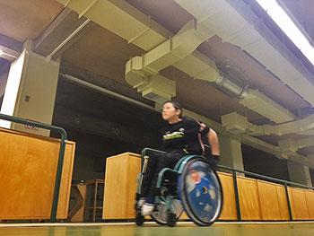 [写真]走って心拍を上け゛る新田のんの選手