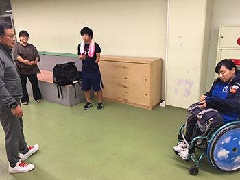 [写真]新田のんの選手、星澤克選手、射撃トレーニング