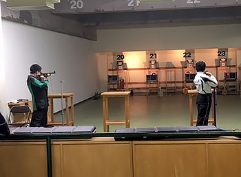 [写真]デジタル銃の練習