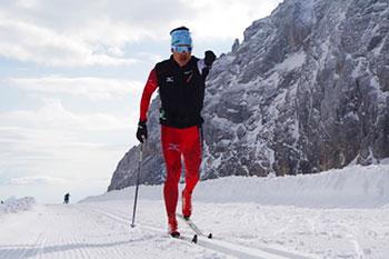[写真]雪上スキートレーニングする新田佳浩選手
