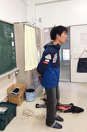 [写真]自己紹介する岩本啓吾選手