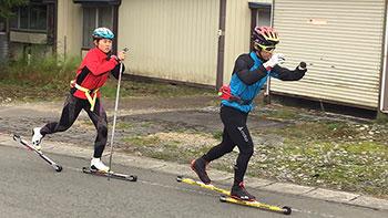 [写真]佐藤圭一選手にリードしてもらう阿部友里香選手