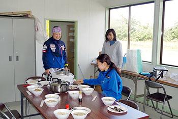 [写真]阿部選手のお母さんのもてなし昼食