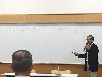 [写真]SAJクロスカントリー技術運営委員会池田副委員長からの説明