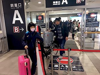 [写真]旭川空港に到着