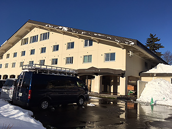 [写真]宿舎のグランド大雪