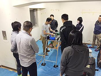 [写真]佐藤勇治コーチのワックス講習会