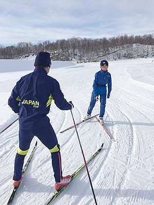 [写真]佐藤勇治コーチの指導