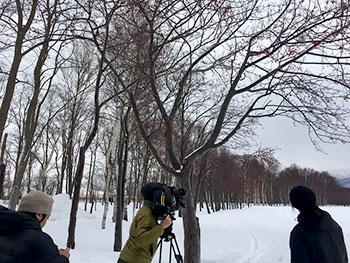 [写真]前田森林公園で取材の方々
