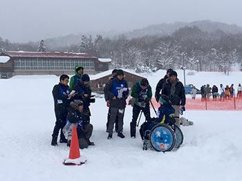[写真]取材を受ける新田のんの選手