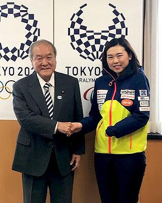 [写真]鈴木俊一大臣と阿部友里香選手