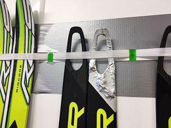 [写真]佐藤さんが修理した新田のんの選手のスキー板