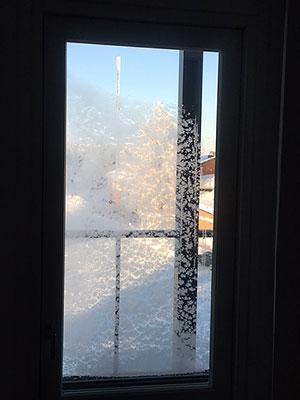 [写真]朝の凍った窓