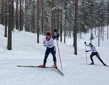 [写真]出来島選手と後ろにロシアのアンナ選手