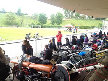 [写真]車いすレーサーの陸上大会、日本でも実現できるといい