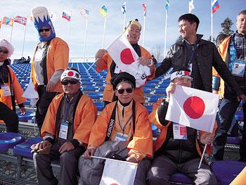[写真]ソチパラリンピック 林相談役と応援団