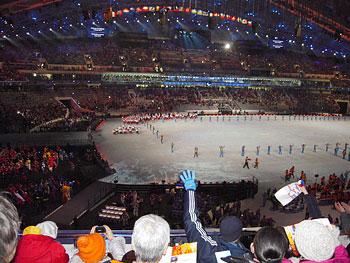 [写真]地元ロシアの選手団の登場に大歓声