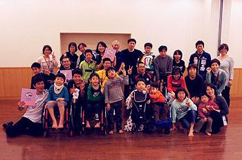 [写真]ジュニアキャンプ参加者のみなさんと選手たち
