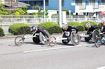 [写真]集団を引っ張る長田選手