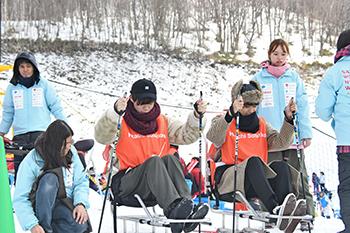[写真]応援の合間にシットスキー体験も