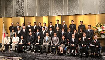 [写真]「スポーツ功労者顕彰」表彰式、中段右から5番目が川除選手