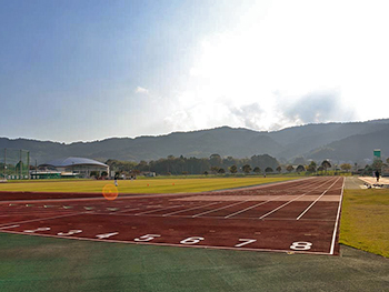 [写真]鴨川市陸上競技場の風景