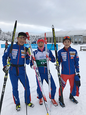 [写真]リレーチームの新田、佐藤、川除