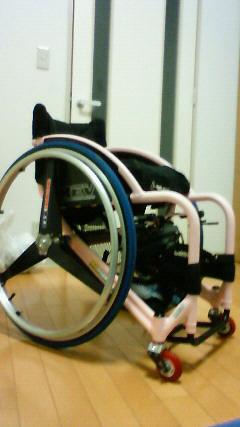 [写真]車いすのカラーを変えてみました