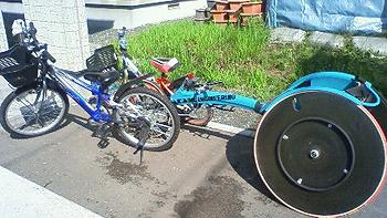 [写真]自転車とレーサー