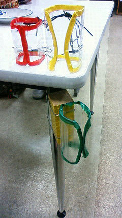 [写真]ペットボトルで作られた杖ホルダー