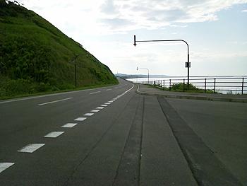 [写真]オホーツク海沿いのロード
