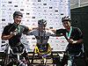 [写真]左からキムギュデ選手(韓国)、洞ノ上選手と久保恒造