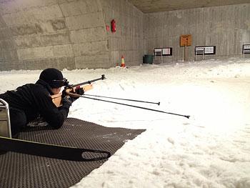 [写真]久保恒造、射撃トレーニング
