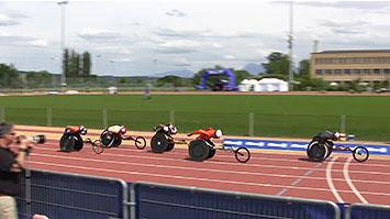 [写真]レース中の久保恒造選手