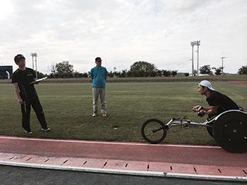 [写真]トレーニング中の久保恒造選手