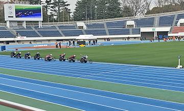 [写真]集団の先頭を走る久保選手