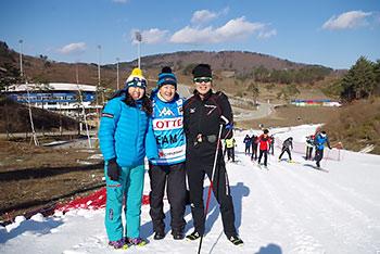 [写真]新田佳浩選手、阿部友里香選手、長濵一年コーチ