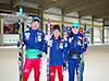 [写真]スキーホールにてスキー板を持って立つ新田佳浩選手、川除大輝選手、阿部友里香選手